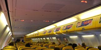 Offerte di lavoro, assunzioni di massa Ryanair per personale di cabina