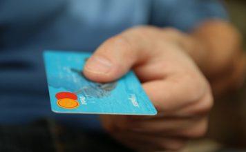 Biglietti compagnie aeree low cost con carta di credito, divieto assoluto spese extra