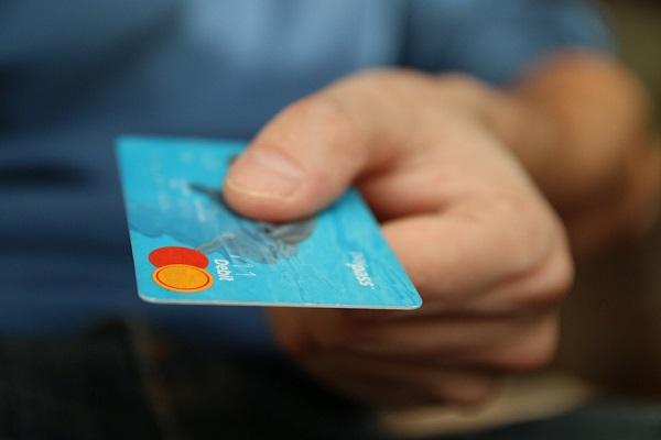 Carte di credito e Bancomat, multe agli esercenti che non accettano moneta elettronica