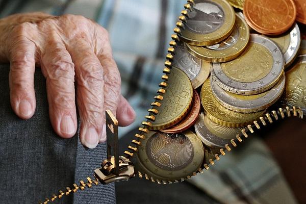 Andare in pensione nel 2018, scatta parità uomini e donne nel settore privato