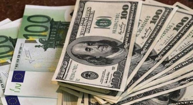 Cambio euro-dollaro oggi 17 novembre 2016: rialzo dopo i minimi annuali, a quota 1.07