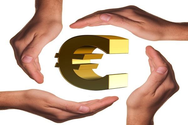 Effetto referendum, crolla l'euro: cambio quasi alla pari con il dollaro