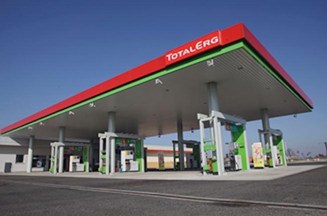 Benzina: TotalErg verso la cessione, lascia l'Italia dopo Esso e Shell