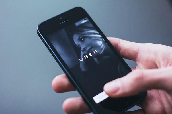 App Uber Black bloccata dal Tribunale di Roma, ricorso tassisti accolto