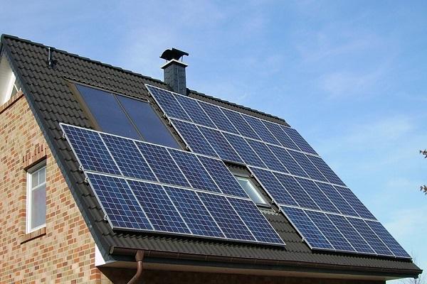 Produzione di energia elettrica da fonti rinnovabili, continua il boom per i piccoli impianti