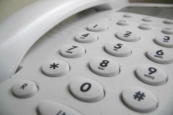 Tredicesima mensilità su servizi telefonici e televisivi, ignorato stop Agcom