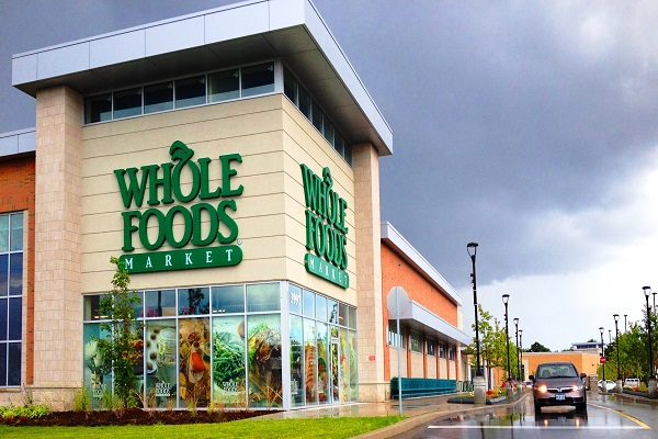 Shopping Amazon, Jeff Bezos compra Whole Foods Market che vola al Nasdaq