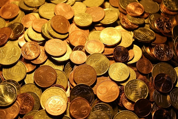 No, le monete da uno e due centesimi non si possono abolire