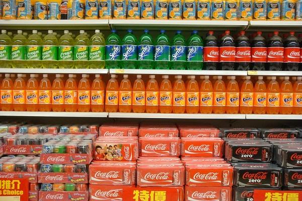 Bibite zuccherate, industria Ue annuncia stop volontario nelle scuole secondarie