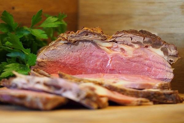 Carne scarseggia sulle tavole degli italiani, arriva bistecca green per rilancio consumi