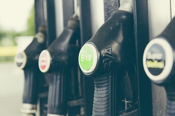Prezzi dei carburanti alle stelle: rincari a raffica per benzina e diesel